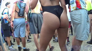 Plump Pawg Rave Candid