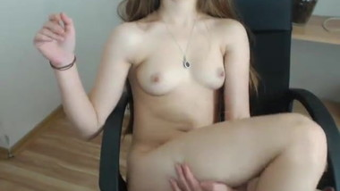 Cam slut Fynesse19 is playing with pussy - MFC