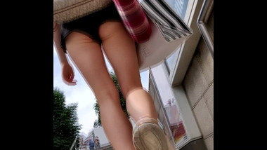 Girl wearing hotpants shows her ass cheeks on the street