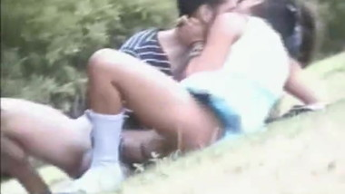 he fingers his girl and fuck her pussy in public park
