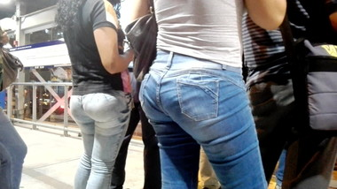 DELICIOUS ASS WAITING FOR BUS